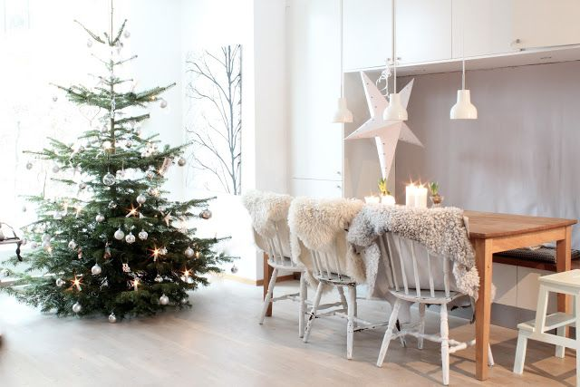 scandinavian christmas tree stars