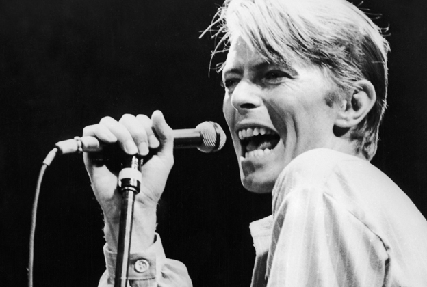 Bowie singing candid