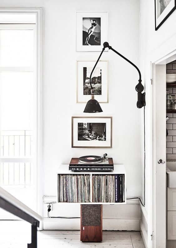 record player black and white