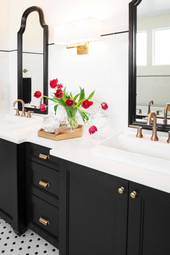 10 Gorgeous Black And White Bathrooms For A Vintage Look
