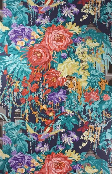 large-scale-floral-pattern-wallpaper