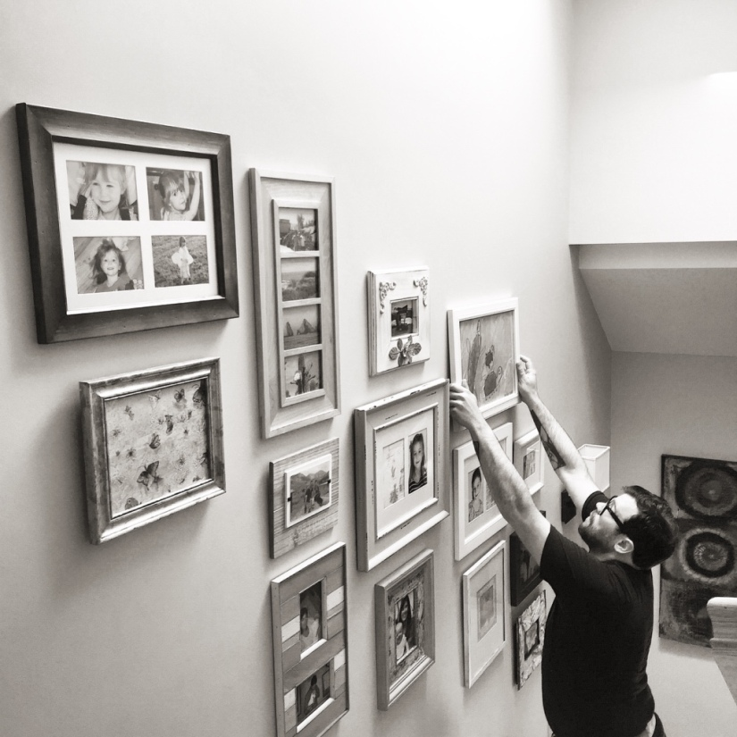 how to hang photos on a stair