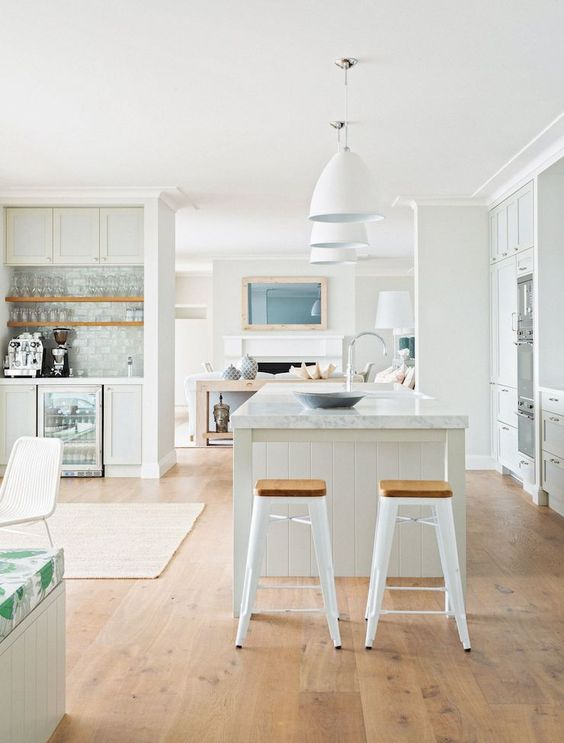beachy-pale-kitchen