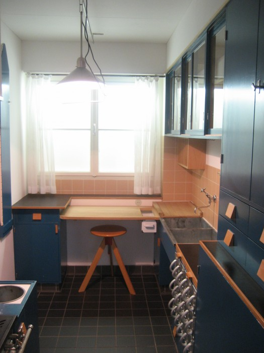 blue-kitchen-with-maple