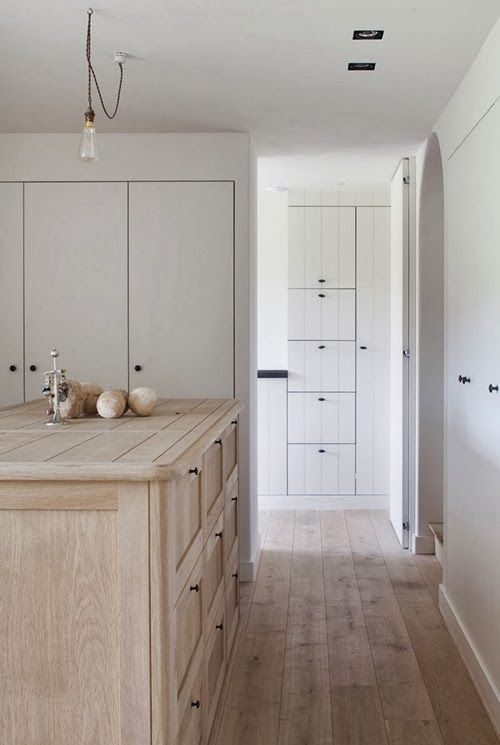 pale-wood-white-kitchen