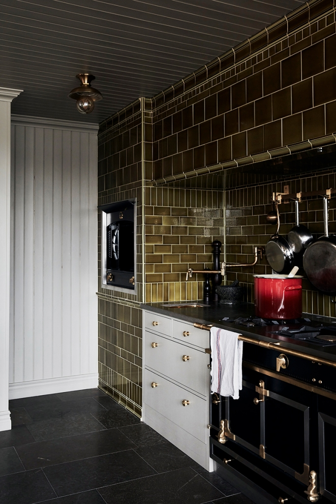 Tiled stove niche
