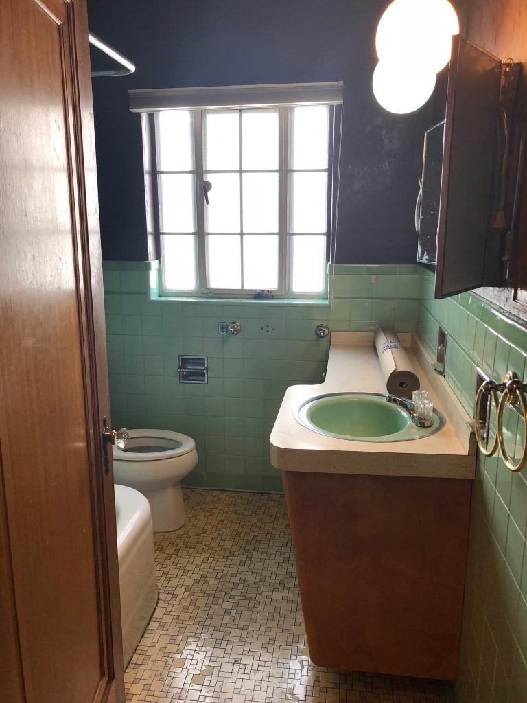 vintage bathroom before