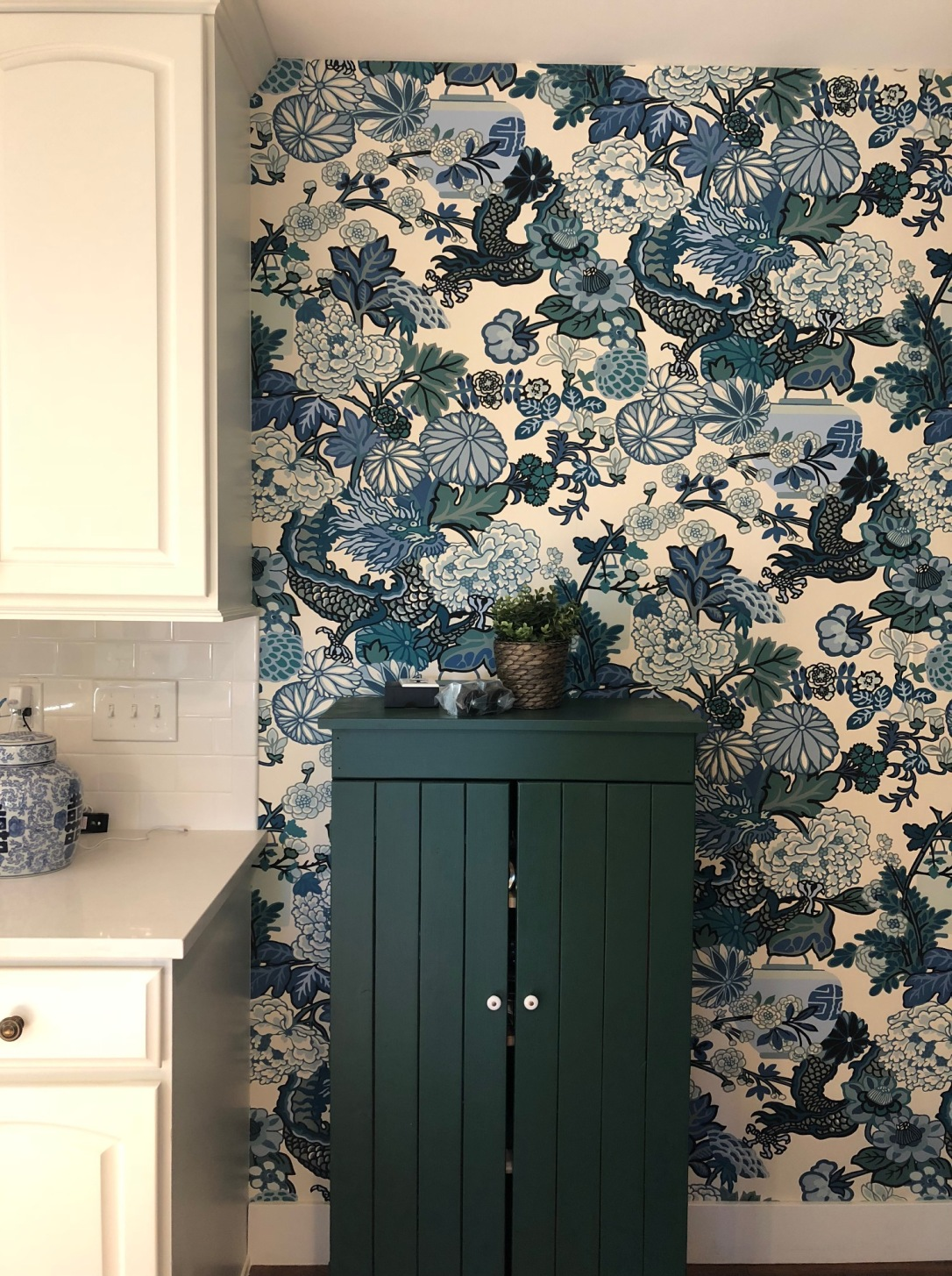 wallpaper in kitchen