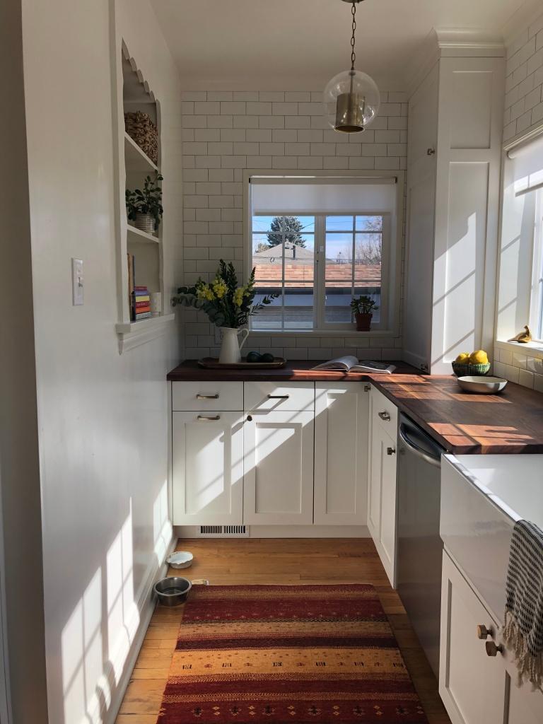 red rug white kitchen
