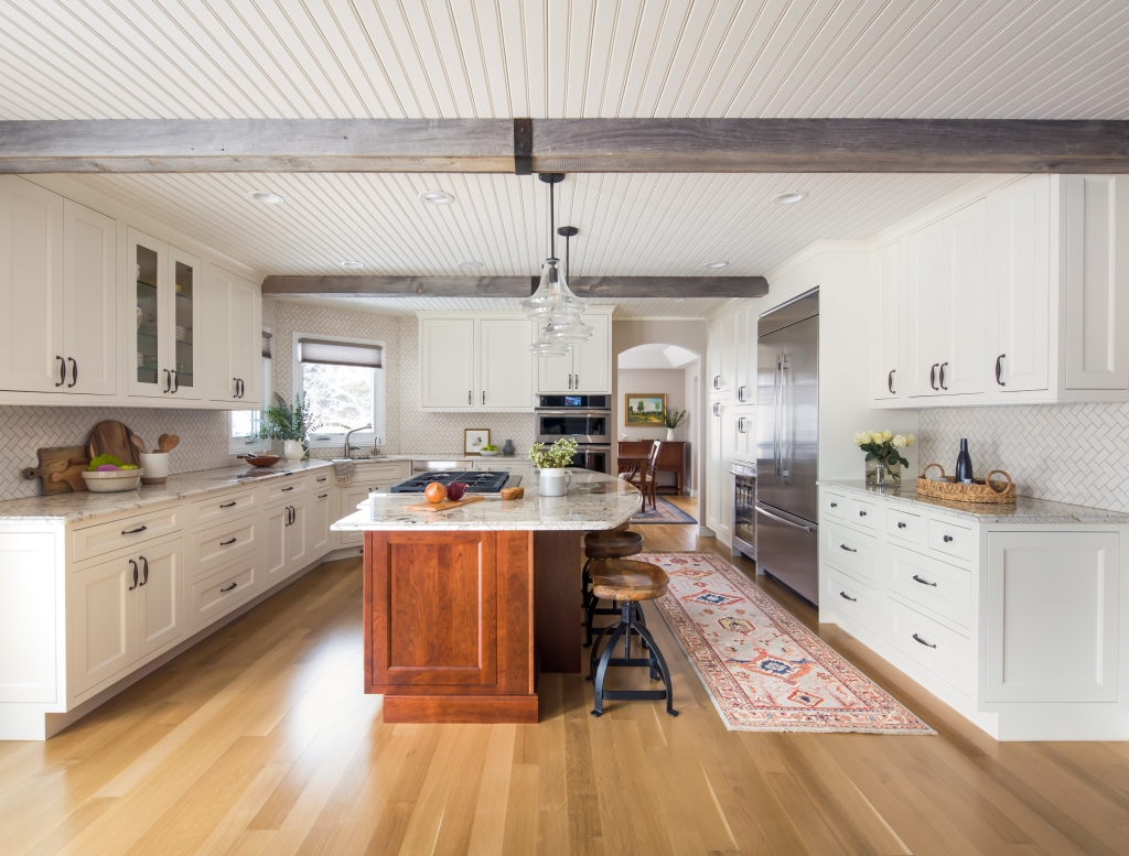 Transitional farmhouse kitchen