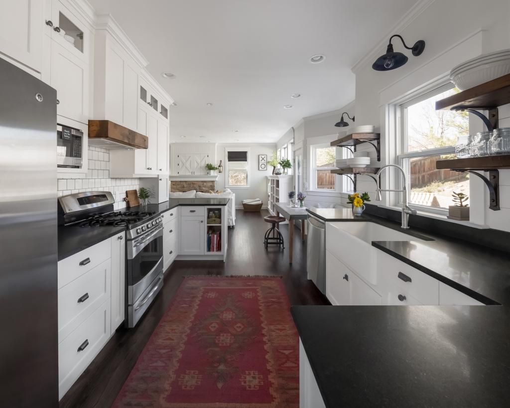 white farmhouse kitchen clear counters