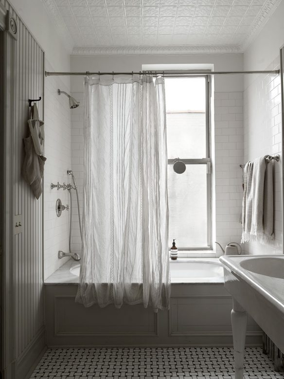 paneled tub
