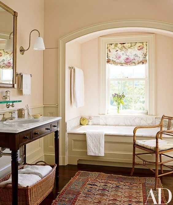 inset tub in an alcove