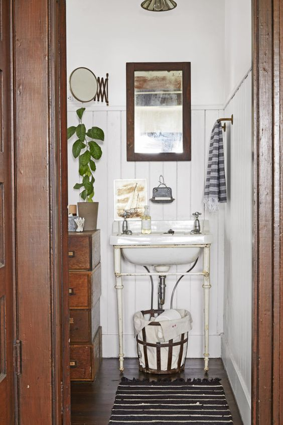 antiques bathroom